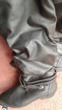 black knee high boots size 6  [EMAIL_HIDDEN]  if interested COLLINGWOOD