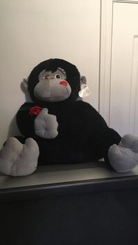 Black and white gorilla plush toy Montréal, H8Z 1M6