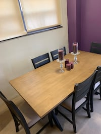 EXTRA Large dinning room table with 6 chairs
