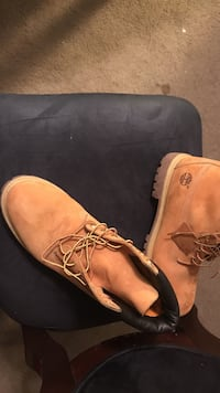 pair of wheat Timberland work boots Cincinnati, 45211