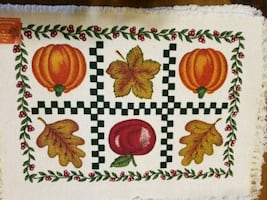 4 cloth placemats