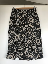 Diane von Furstenberg pencil skirt. Size 2. Linen and silk. Pick up Mount Pleasant evenings/weekends or downtown M-F Vancouver, V5T