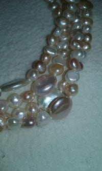 Genuine Pearl necklace Akron, 44321