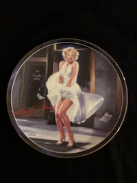 """Marilyn Monroe """"Isn't It Delicious?"""" Collectible plate 216 mi"""