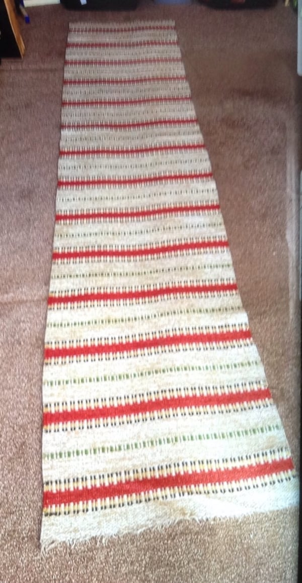 white, red, and black striped textile b830de8e-3907-4b25-9d75-01c437956bff