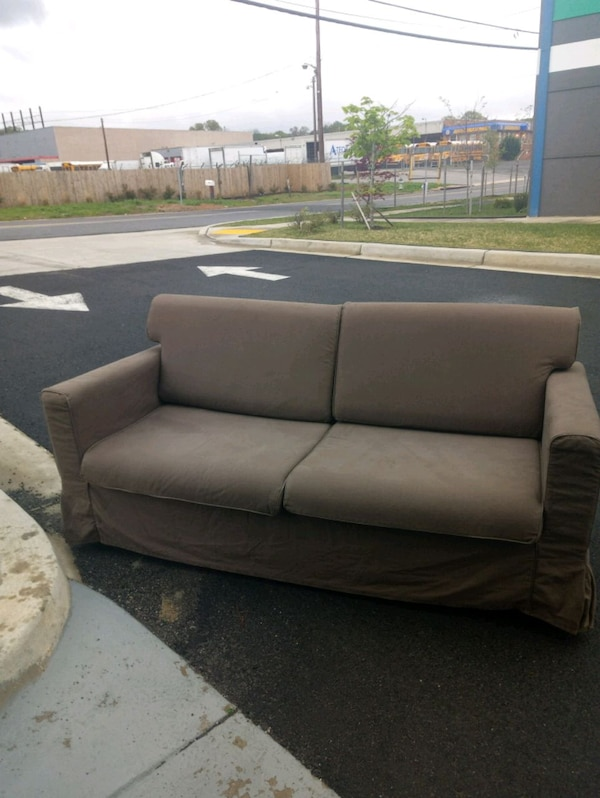 Couch d1424326-8224-44b1-9a6e-58926d7812c4