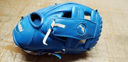 BASEBALL GLOVE FOR KIDS