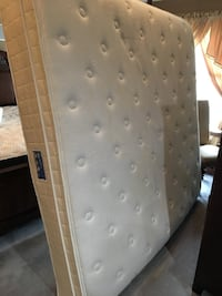 King size mattress and box spring  Germantown, 20876