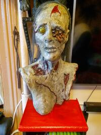 Zombie lifesize prop bust walking dead