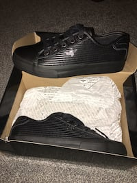 Black trainers size 5 - £8 - never worn Canvey Island, SS8 7DX