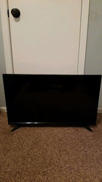 "Insignia Roku TV 32"" LED"