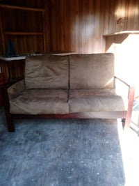 Two seat couch Wellborn, 32094