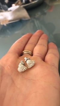Heart Swarovski earrings  London, N6A 1A5