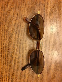 Gold frame ray-ban sunglasses yes they are real paid $60 Grand Bay, 36541