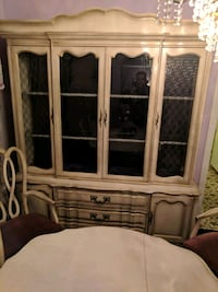 Vintage china cabinet and dining room table Chicago, 60629