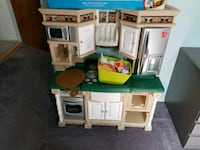 toddler's white, green, and brown Step 2 kitchen p Medford, 11763