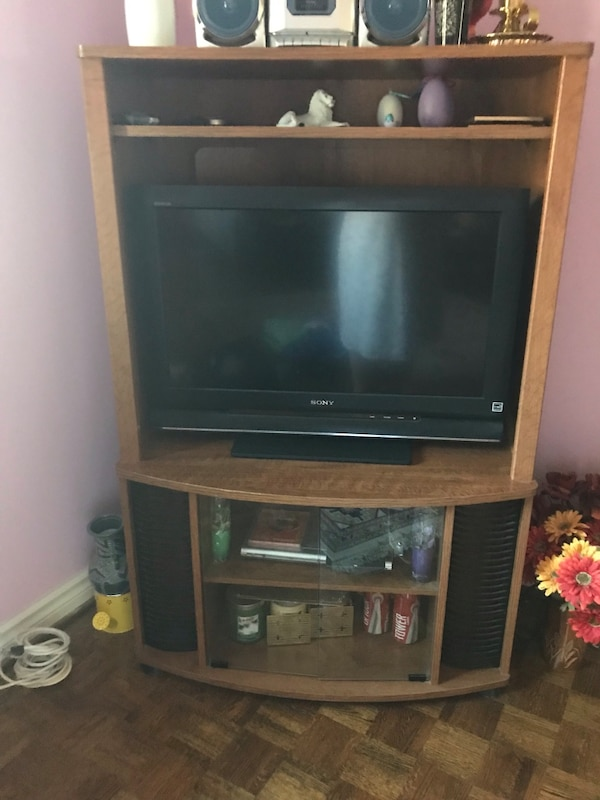 """Bed room flat screen 40""""sony Tv and stand"""