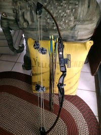 yellow and black compound bow Semmes, 36575