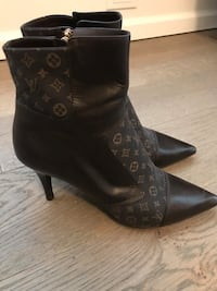 Authentic Louis Vuitton Women's Boots Puslinch, N1H
