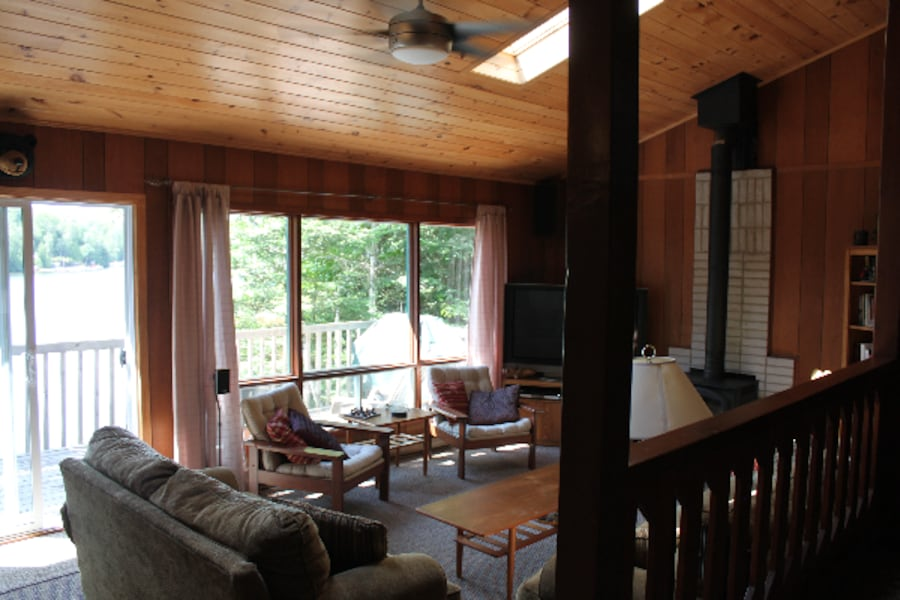Beautiful 3-bedroom Lake-side Cottage for rent 049bcd14-d9d3-4411-aa52-fdb495914cf3