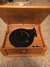 Portable electric record player Merrick