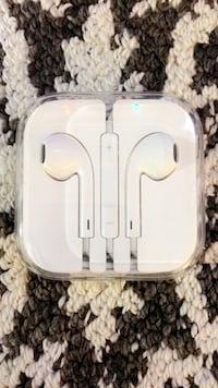 Brand new in box Apple ear buds 2309 mi