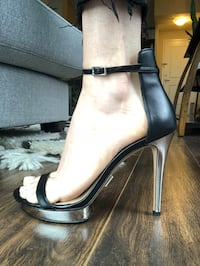 Michael Kors black leather heels NEW Toronto, M6J 0B9