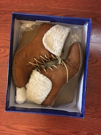Lace up Sherpa Ankle Boots - Sz 7 Mississauga, L5M 7K3