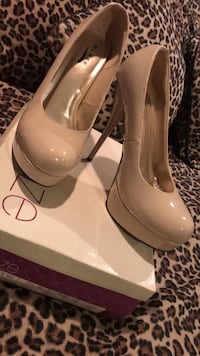 pair of beige leather platform stilettos Fontana, 92336