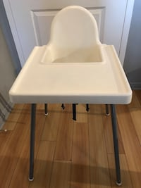 baby's white and gray highchair Longueuil, J4K 0B2
