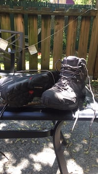 Hiking boots ladies size7 Coquitlam, V3J 3Y1