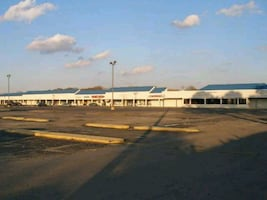 COMMERCIAL  Unit For Rent in Shopping Center