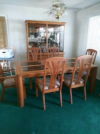Dinning Room Table and Hutch Los Angeles, 91307