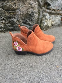pair of brown suede slip-on shoes Central Saanich, V8M 1J2