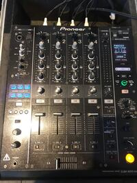 1 Pioneer Mixer DJM-900 Nexus  2 Pioneer CDJ-800MK2 With Travel Cases Brampton, L6Y 0P2