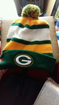 green and yellow Green Bay Packers knit cap London, N6A