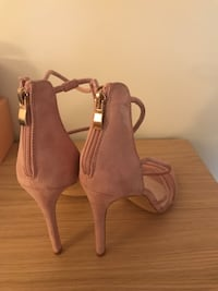 Pink suede sandal. NEW!!! 793 km
