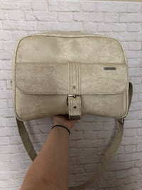 Vintage leather crossbody bag - excellent condition  Toronto, M6S 3N4