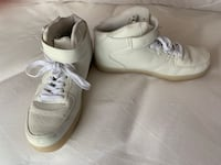 Faux leather basketball shoes with split charger Size 9-9.5 Toronto, M6J 1Y8