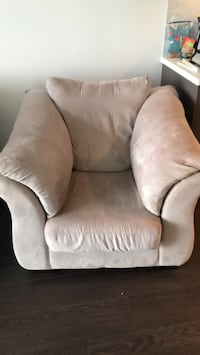 Over sized microfibre chair Surrey, V3T 0L3