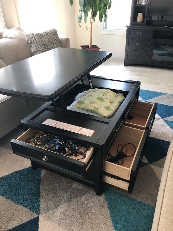 Like new coffee table with storage 2