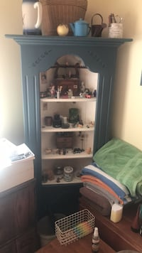 wooden display corner cabinet about 6 feet tall. Items inside not included Glendale, 91214