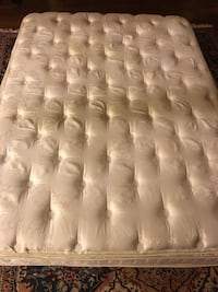 High-end queen mattress. Minneapolis, 55415