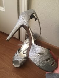 Gray glittered platform pumps Mankato, 56001