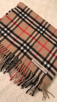 Authentic Burberry scarf. Slightly worn but still in great condition.  Toronto, M4G 1N1