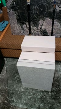 Sleek end table and 3 piece canvas picture Omaha, 68142