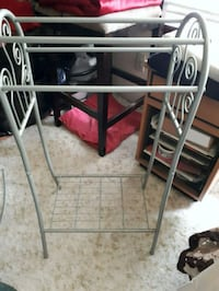 Bathroom rack for towels and magazines  Duncan, V9L 6W5