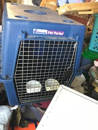 Pet carrier large with food and water
