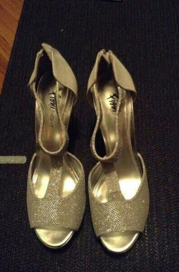 cf85eac1b09 Used Silver diamond shoes size 7  for sale in Gatineau - letgo