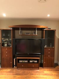 Solid wood wall unit with TV included! Montreal, H1C 0B4